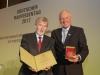 Claus-Peter Witt und Manfred Nüssel mit der Raiffeisen-Medaille