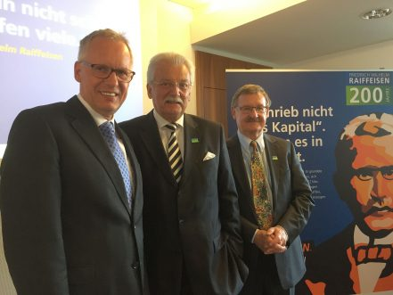 Im Bild: Dr. Henning Ehlers, DRV-Hauptgeschäftsführer, Werner Böhnke, Vorsitzender der Deutschen Friedrich-Wilhelm-Raiffeisen-Gesellschaft, und Josef Zolk, Stellvertretender Vorsitzender.