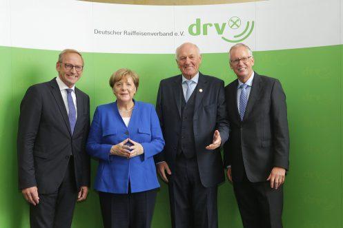 Franz-Josef Holzenkamp, DRV-Präsident, Bundeskanzlerin Dr. Angela Merkel, Manfred Nüssel, DRV-Ehrenpräsident, Dr. Henning Ehlers, DRV-Hauptgeschäftsführer